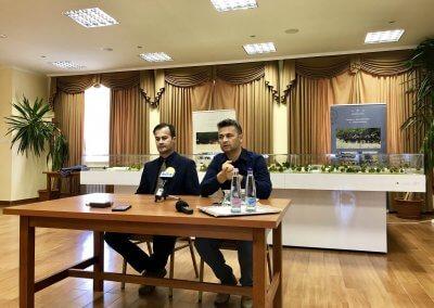 Turbucz Péter és Tarkó Gábor a Ménesbirtok tanácstermében adtak interjút