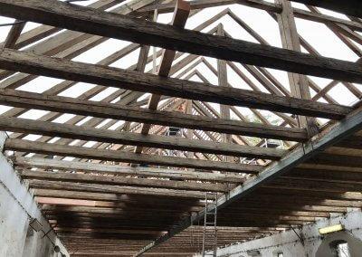 A tetőszerkezet rekonstrukciója a nagy istállóban