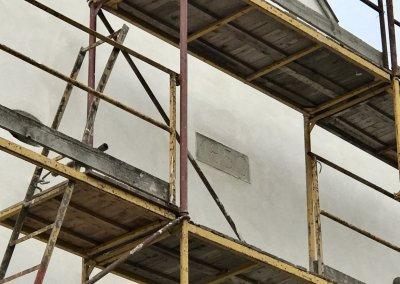 Az 1850-ben végzett felújítás emlékét őrző tábla a helyén marad és újabb évszám - 2020 - kerül alá